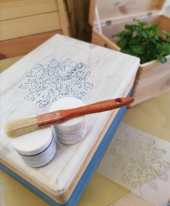 pitturare la scatola in legno naturale